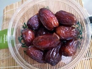 lovelowfat-nutribullet-dates