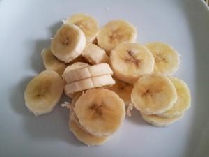 lovelowfat-nutribullet-sliced-bananas